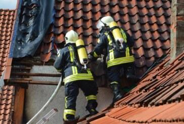 Auetal: Feuer an Hausfassade