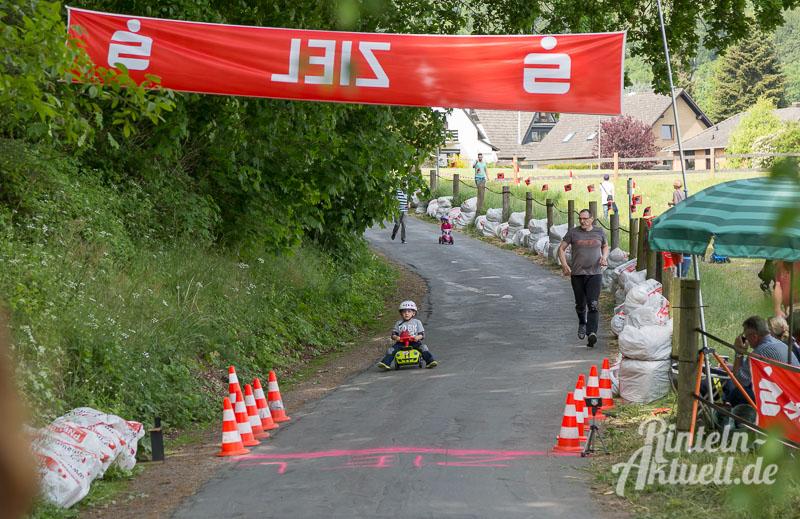 07 rintelnaktuell bobbycar rennen steinbergen vvv 2016 verschoenerungsverein im roten tor