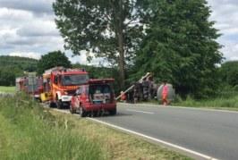 Vollsperrung nach schwerem LKW-Unfall auf B238