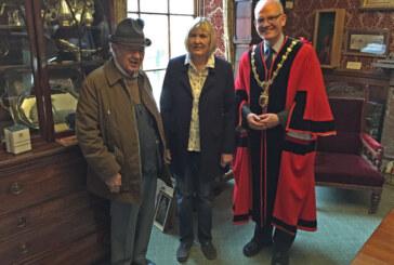 Neuer Bürgermeister in Kendal, Partnerstadt Rinteln bei Amtseinführung dabei