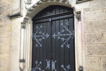 Aus dem Polizeibericht: St. Sturmius-Kirche beschmiert, Bratwürstchen gestohlen.