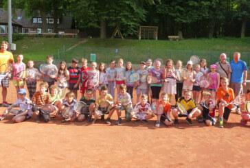 Viertklässler aller Grundschulen schnuppern beim Tennisverein Rot-Weiß Rinteln