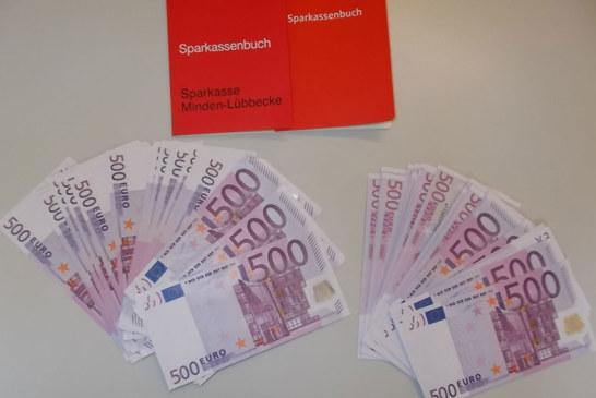 Syrischer Flüchtling findet 50.000 Euro und Sparbücher in gespendetem Schrank