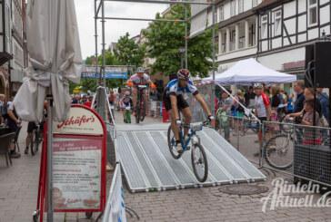 Mountainbike-Cup 2016: Trotz düsterer Wolken mit Vollgas durch Wall und Straßen