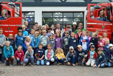 Kinder hautnah dabei beim 2. Blaulichttag am Feuerwehrhaus Rinteln