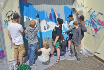 Ganz legal: Graffiti-Spaß auf Garagentoren der Polizei