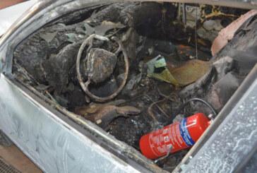 Brandstiftung und Sachbeschädigung an Autos in Luhden