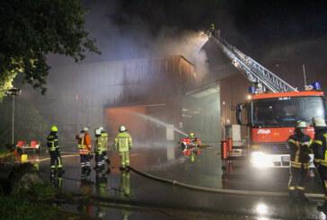 Große Belastung für ehrenamtliche Brandschützer: Bückeburger Feuerwehr rückt zu Großbrand und Rettungsdienstunterstützung aus