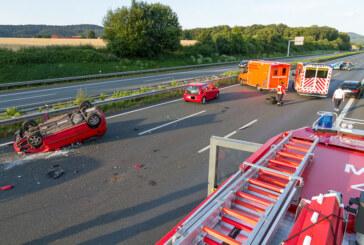 A2: Unfall mit PKW-Überschlag nach LKW-Reifenplatzer