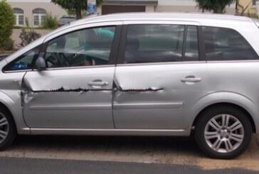 Opel aufgeschlitzt, Fahrer unverletzt