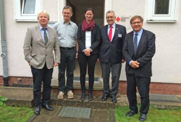 Zwei Bischöfe besuchen Deutsches Rotes Kreuz in Schaumburg