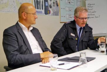 Dauerthema A2: Landtagsabgeordneter Karsten Becker im Gespräch mit Feuerwehren