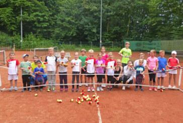"""Tennis-Feriencamp beim """"Rot-Weiss Rinteln e.V."""" mit vielseitigem Programm"""