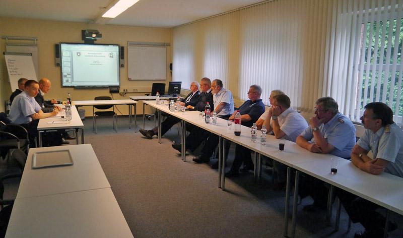 02-rintelnaktuell-feuerwehr-infogespraech-diskussionsrunde-landtagsabgeordneter-karsten-becker-