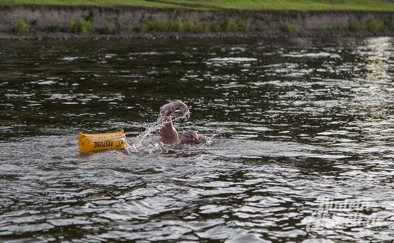 02 rintelnaktuell weserschwimmen 40km fluss aktion wassersport kanubegleitung