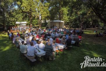 Sommerhitze und Gesangsprogramm beim 17. Blumenwallfest der Vereinigten Chöre Rinteln