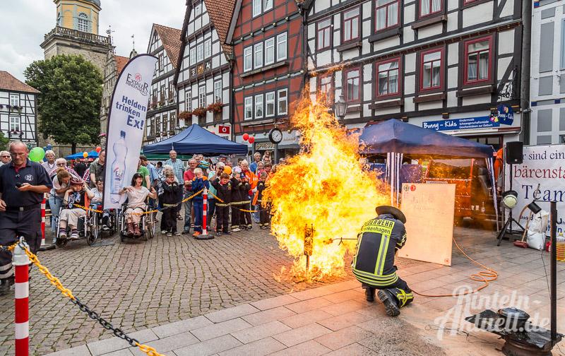 14 rintelnaktuell brandschutztag marktplatz feuerwehr jugend nachwuchs vorfuehrung information loeschen kinderfinder 2016