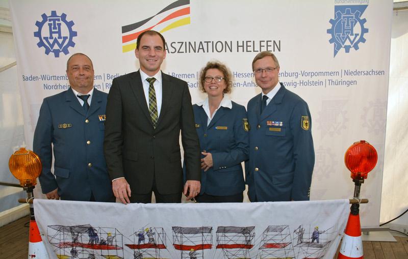 01-rintelnaktuell-thw-technisches-hilfswerk-bundestagsabgeordneter-beermann-besuch-berlin
