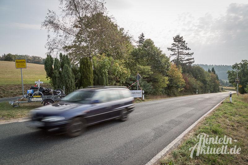 01-rintelnaktuell-wennenkamp-mahnmal-verkehrsopfer-motorradunfall-geschwindigkeit-praeventionsrat-polizei-feuerwehr