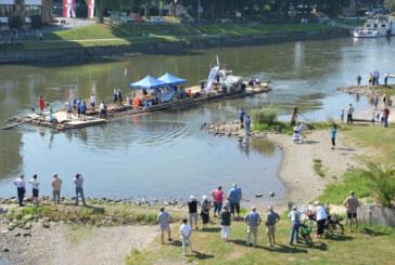 Rast in Rinteln: Weserflößer mit 100 Tonnen Holz nach Minden unterwegs