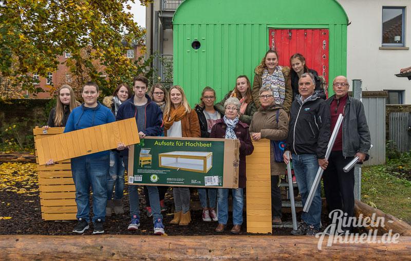 01-rintelnaktuell-hochbeet-jung-und-alt-kochprojekt-hildburgschule