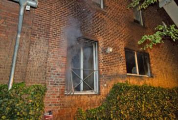 Feuerwehr löscht Zimmerbrand in Porta Westfalica-Kleinenbremen