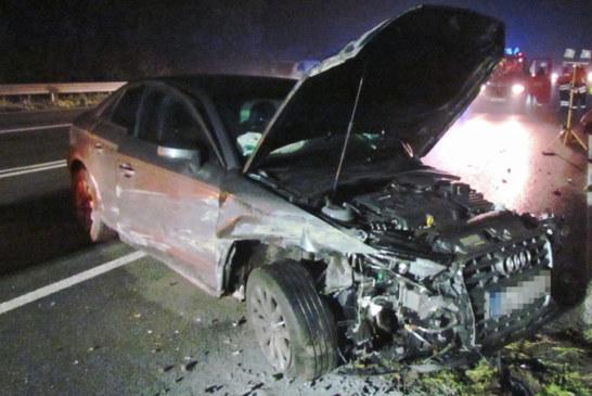 Unfall auf B83: Audi gerät in Gegenverkehr, zwei Verletzte