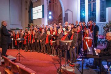 Rintelner Gospelchor und K Shoes Choir aus Kendal bei gemeinsamem Konzert