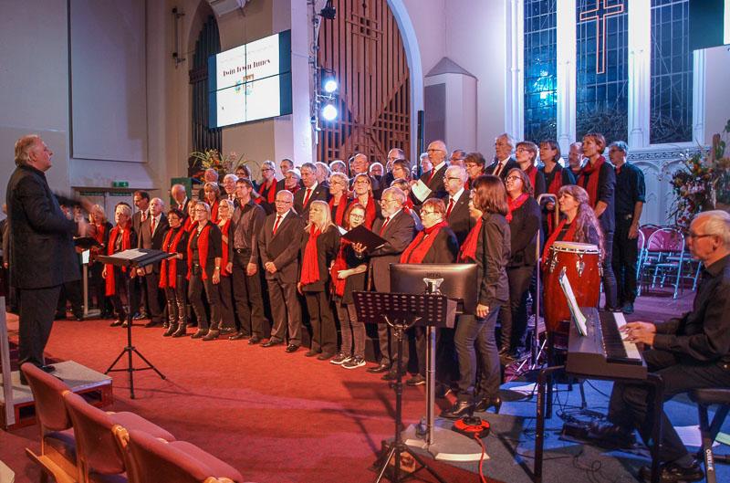 02-rintelnaktuell-gospelchor-kendal-k-shoes-choir-maennerchor-musik-gesang-partnerstadt-lake-district-england-uk