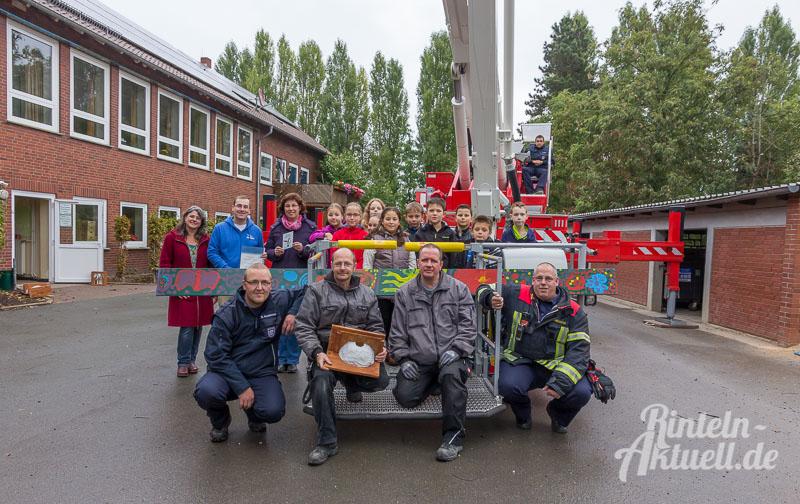 03-rintelnaktuell-grundschule-exten-nabu-schwalben-willkommen-ndr-naturnah-projekt-nisthilfen-kotbretter