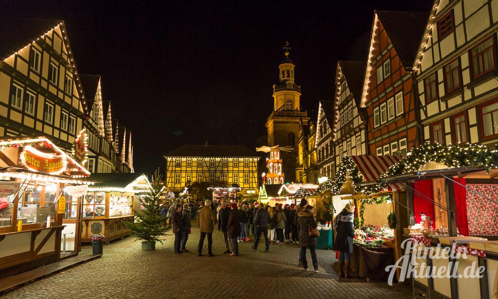 01-rintelnaktuell-adventszauber-weihnachtsmarkt-2016-eroeffnung-budendorf-huetten-gluehwein-innenstadt-marktplatz