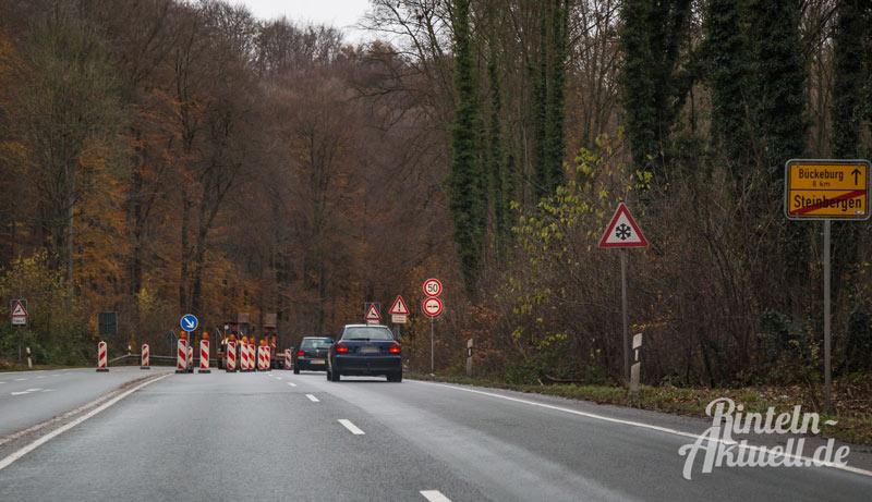 01-rintelnaktuell-b83-baustelle-steinbergen-bundesstrasse-asphalt-ausbesserungen-november-2016-einspurig-bauarbeiten