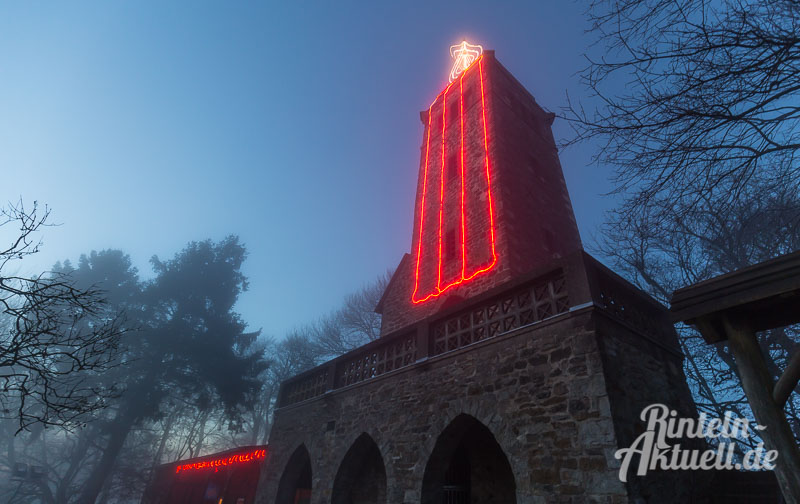 01-rintelnaktuell-klippenturmkerze-led-nacht-beleuchtung-adventszeit-vvr-verschoenerungsverein-luhdener-klippe-weihnachten