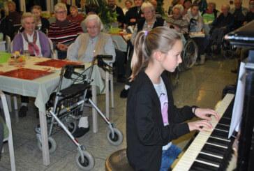 Kreisjugendmusikschule zu Besuch im Seniorenheim