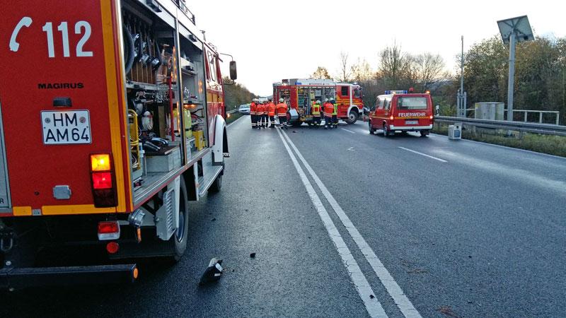 02-rintelnaktuell-b83-polizei-unfall-hessisch-oldendorf-rettungshubschauber-strasse-19-11-16