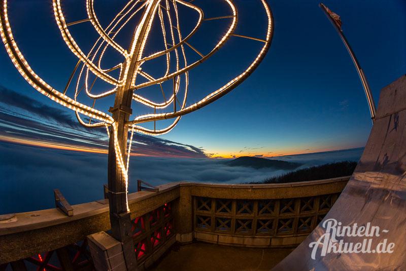 02-rintelnaktuell-klippenturmkerze-led-nacht-beleuchtung-adventszeit-vvr-verschoenerungsverein-luhdener-klippe-weihnachten