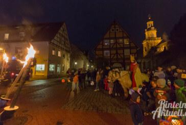 Mit St. Martin und Pferd durch die Rintelner Altstadt