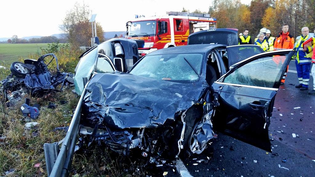 03-rintelnaktuell-b83-polizei-unfall-hessisch-oldendorf-rettungshubschauber-strasse-19-11-16
