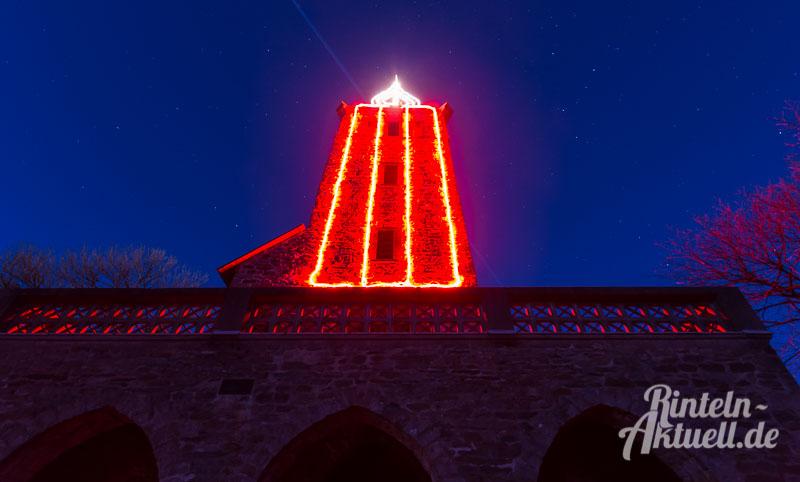 03-rintelnaktuell-klippenturmkerze-led-nacht-beleuchtung-adventszeit-vvr-verschoenerungsverein-luhdener-klippe-weihnachten