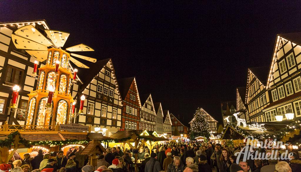 07-rintelnaktuell-adventszauber-weihnachtsmarkt-2016-eroeffnung-budendorf-huetten-gluehwein-innenstadt-marktplatz