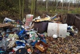 Sperrmüll entsorgt: Polizei ermittelt mutmaßlichen Umweltsünder
