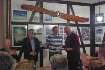 Luftsportverein Rinteln: Segelfluggruppe Bremen überrascht Friedhelm Steinkamp