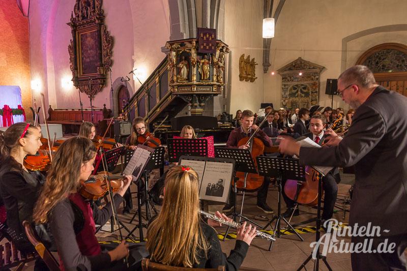 02-rintelnaktuell-weihnachtskonzert-gymnasium-ernestinum-st-nikolai-kirche-2016-musik-bigband-musici-hausband-ernies-abichor