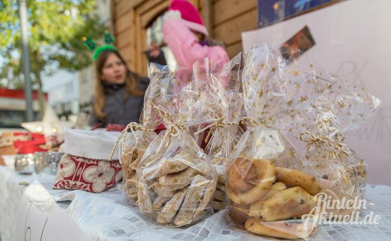 03-rintelnaktuell-hildburgschule-weihnachtsprojekt-adventszauber-mehrgenerationenhaeuschen-kekse-luciabroetchen