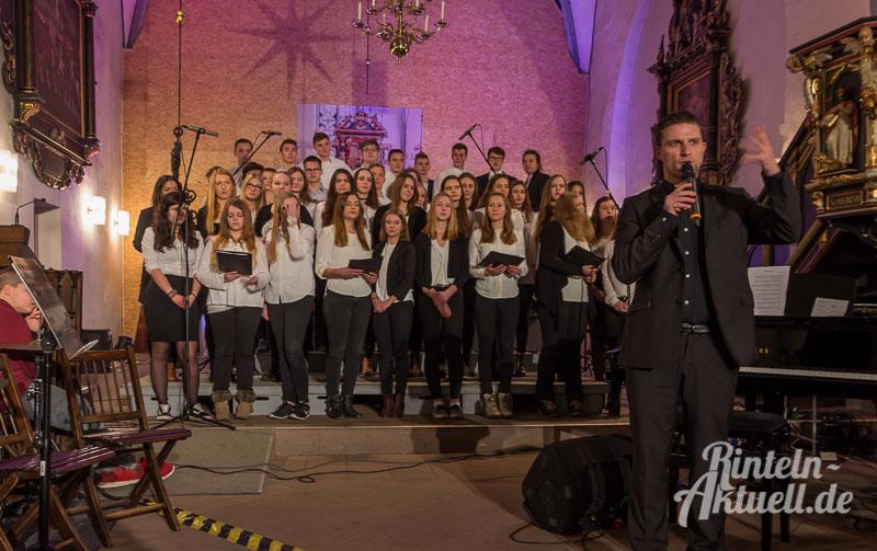 05-rintelnaktuell-weihnachtskonzert-gymnasium-ernestinum-st-nikolai-kirche-2016-musik-bigband-musici-hausband-ernies-abichor