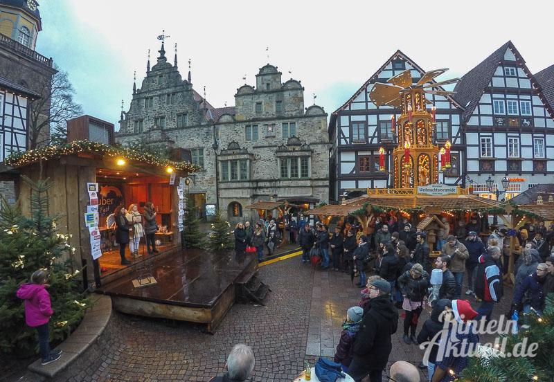 07-rintelnaktuell-bbs-berufsschule-benefizauktion-marktplatz-kinderhospizarbeit-adventszauber-weihnachtsmarkt-2016-versteigerung