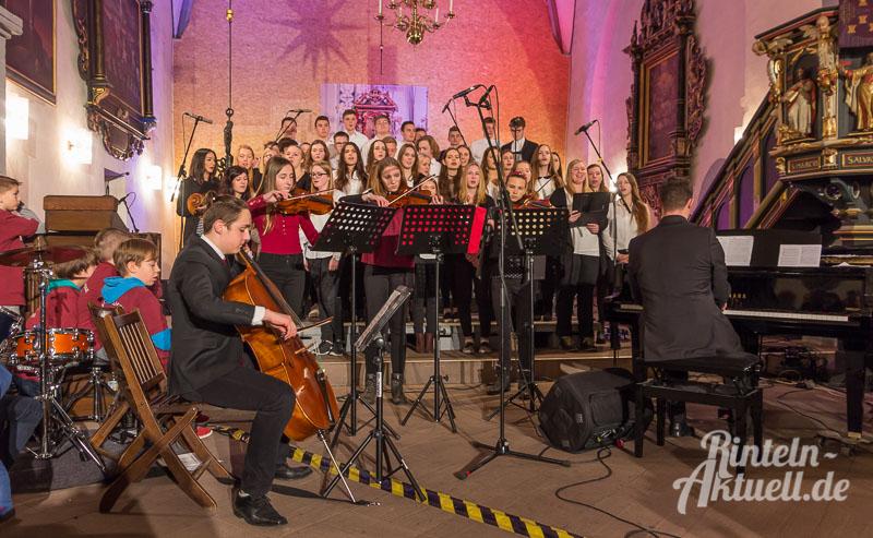 07-rintelnaktuell-weihnachtskonzert-gymnasium-ernestinum-st-nikolai-kirche-2016-musik-bigband-musici-hausband-ernies-abichor