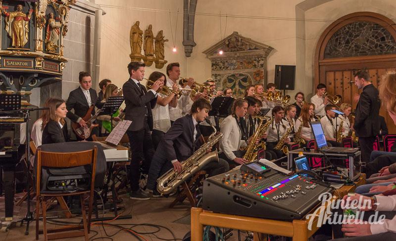08-rintelnaktuell-weihnachtskonzert-gymnasium-ernestinum-st-nikolai-kirche-2016-musik-bigband-musici-hausband-ernies-abichor