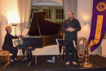 Neujahrskonzert des Lions Clubs Rinteln: Barfuß musikalisch mit Klavier und Tuba