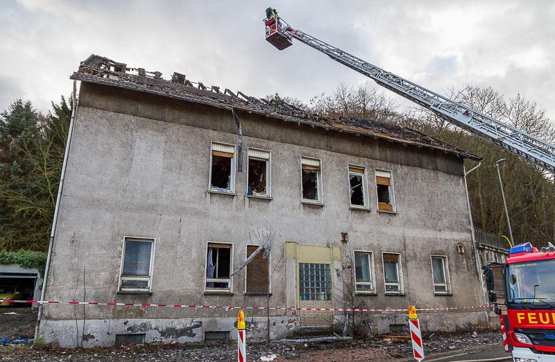 01 rintelnaktuell wohnhausbrand porta b482 abriss dachstuhl